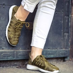 free shipping 7a98d e0de6 Nike Shoes - Nike Juvenate Woven, Size 8